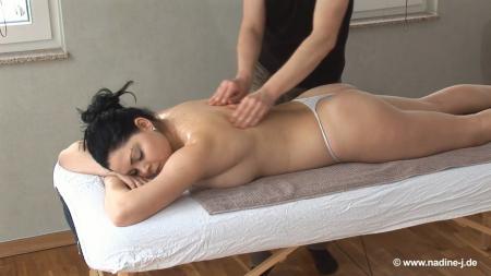 146-obychnyy-massazh-plavno-pereshel-v-nezhnye-eroticheskie-kasaniya-grudi@Обычный массаж плавно перешёл в нежные эротические касания груди