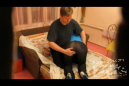 350-zhenataya-parochka-zanimaetsya-seksom-i-snimaet-domashnee-porno-video@Женатая парочка занимается сексом и снимает домашнее порно видео