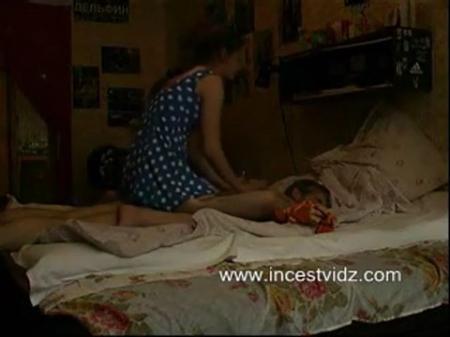 986-prinesla-otcu-butylku-i-dala-sebya-trahnut@Массаж седому отцу закончился инцестом порно видео бесплатно