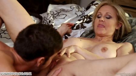 Случайный инцест мамы и сына порно видео бесплатно->