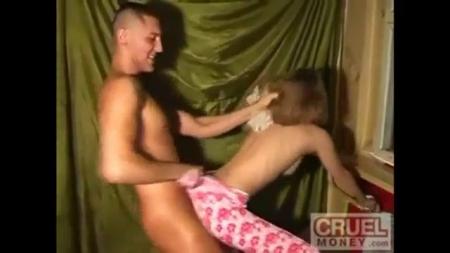 Брат насилует свою русскую сестру порно видео