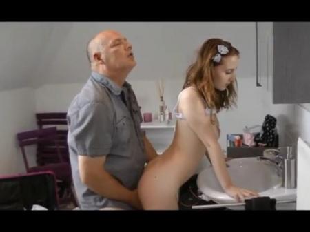 Папа выебал дочь порно видео бесплатно