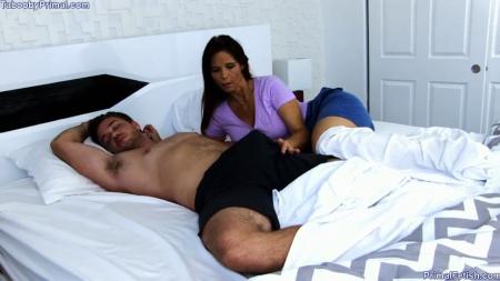 Сын и мама в отеле трахаются порно видео бесплатно->