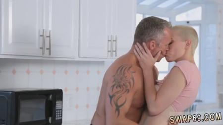 1325-doch-otdalas-otcu@Дочь отдалась отцу за деньги порно видео бесплатно
